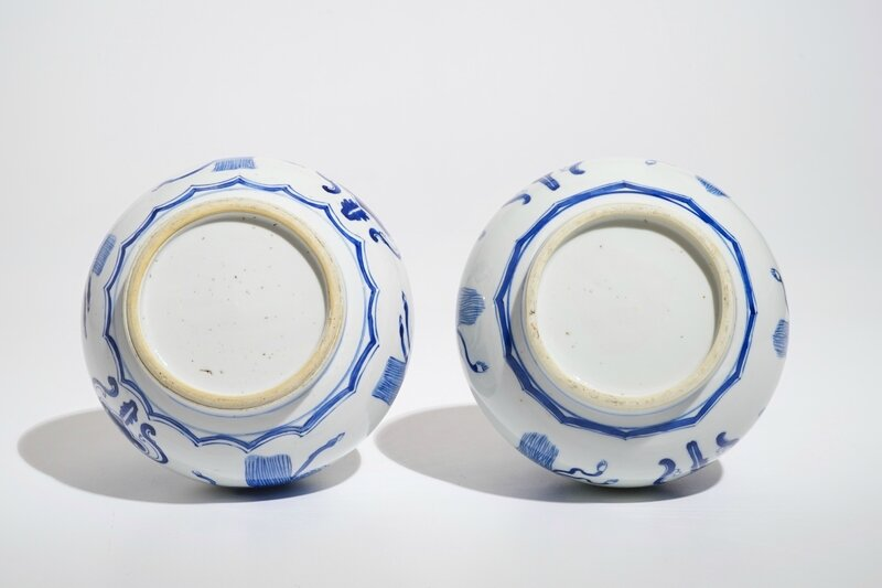 a-pair-of-chinese-blue-and-white-bottle-vases-kangxi-5