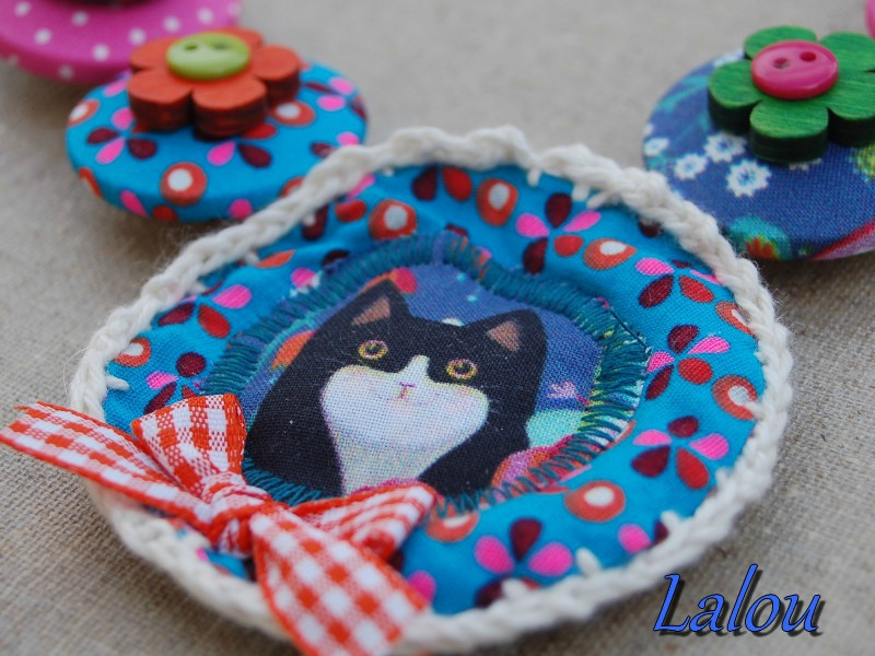 collier medaillon chat