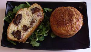 Cake_aux_pruneaux__magrets_de_canard__pignons_de_pin
