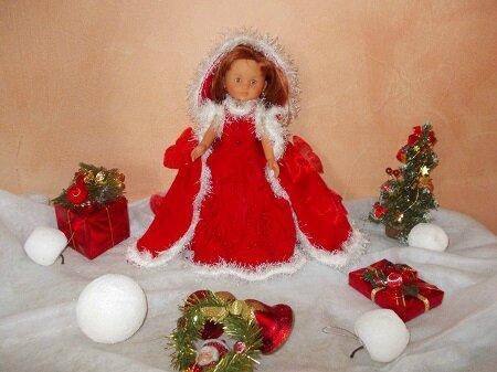 Clara, en tenue de Mère NOEL