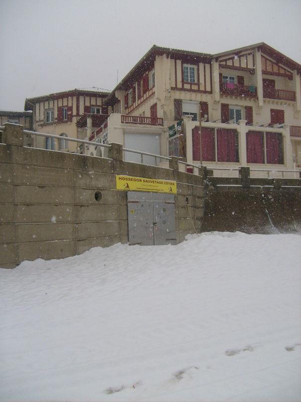 Piscine aygueblue et neige hossegor la vie d 39 hossegor for Aygueblue piscine
