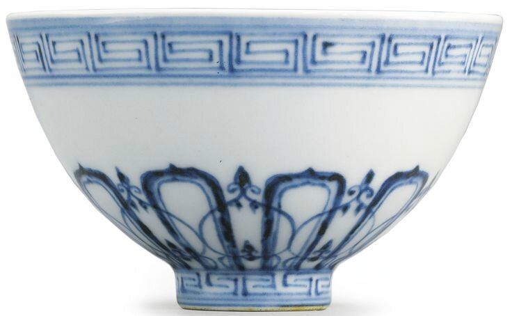 A blue and white Ming-style 'Lianzi' bowl, Qing dynasty, early 18th century