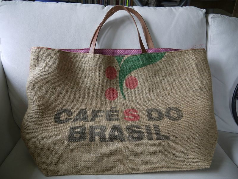 grand sac cabas ou sac de plage ou sac provision en sac caf recycl en toile de jute l. Black Bedroom Furniture Sets. Home Design Ideas