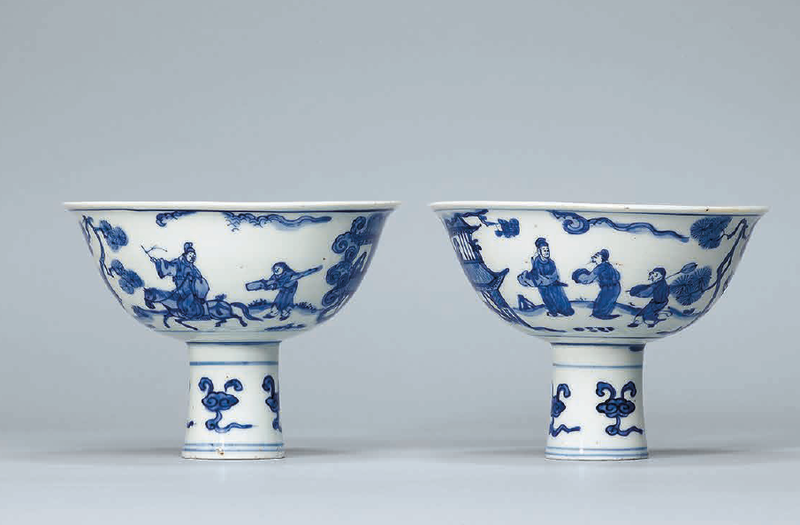 A pair of blue and white stem bowls, Late Ming dynasty, 17th century