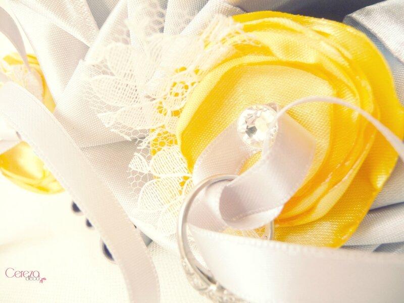 Mariage r tro en dentelle et strass 1 nouveau bouquet for Accessoire deco jaune