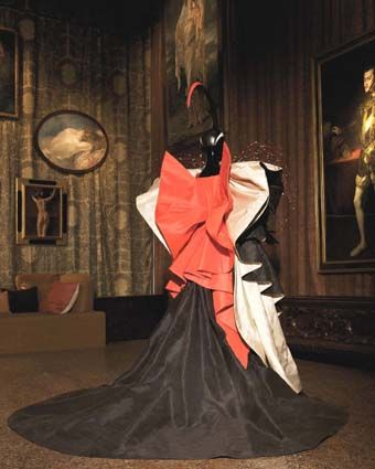 Roberto Capucci . La donna gioiello[Woman jewel]. Black red and white taffetas, mask in red fibreglass, red white and black headcap, red and white brass enamel strings. Costume by Roberto Capucci for the Venice Carneval Kindly donated by the artist to the
