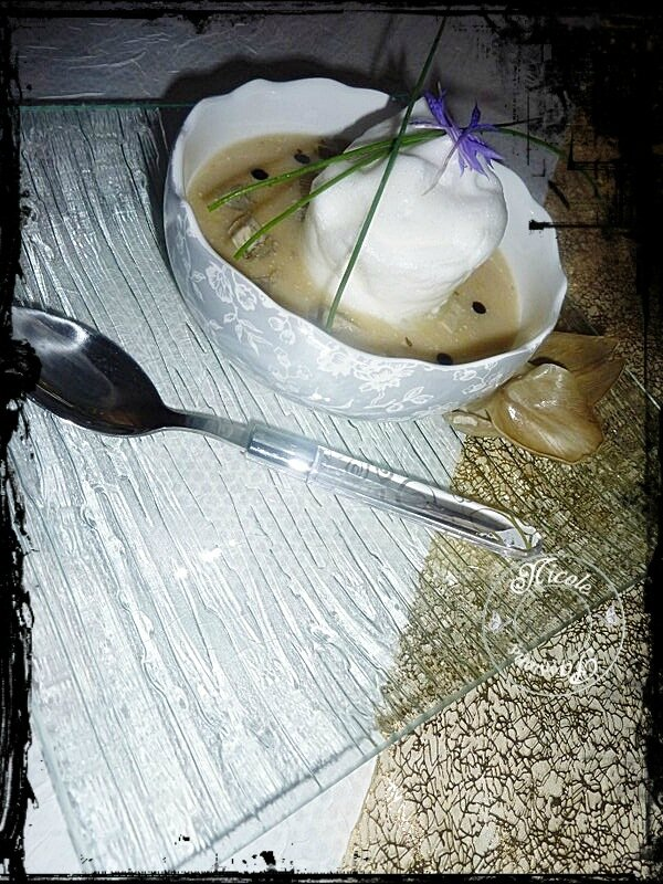 Velouté de panais artichauts camus et son ile flottante poivrée..........