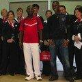 Tout le staff de Brussels Airlines, entourant Espoir 2000 à l'embarquement.