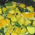 Pommes de terre, chou chinois et oeufs au plat fondants