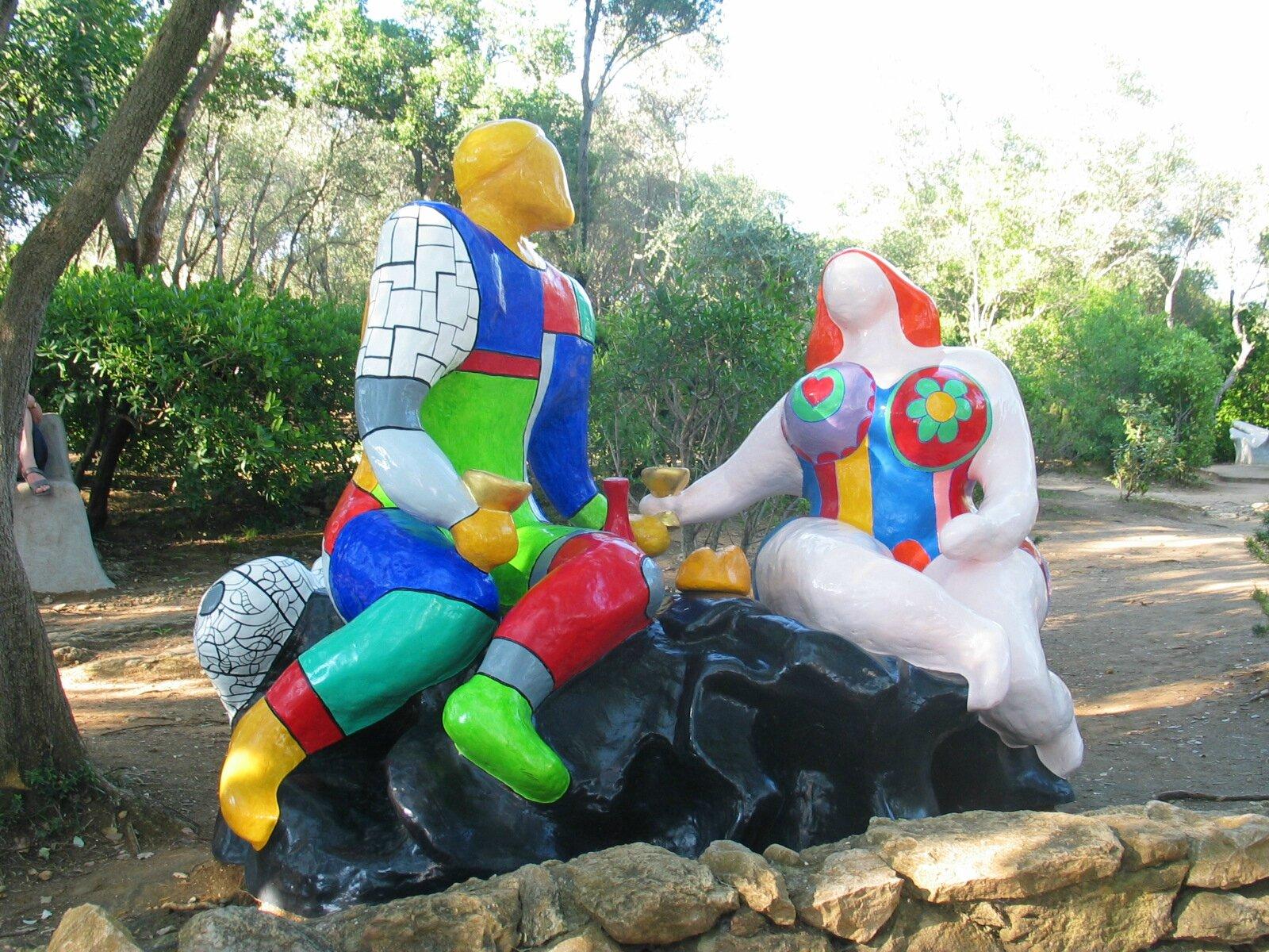 """Dans """"Le jardin des tarots"""" de Niki de Saint Phalle des"""