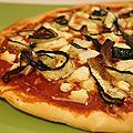 Pizza aux courgettes grillées, chèvre & huile de truffe