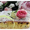 Gâteau délicieux au yaourt, citron vert et pépites de chocolat.......un régal de légèreté.