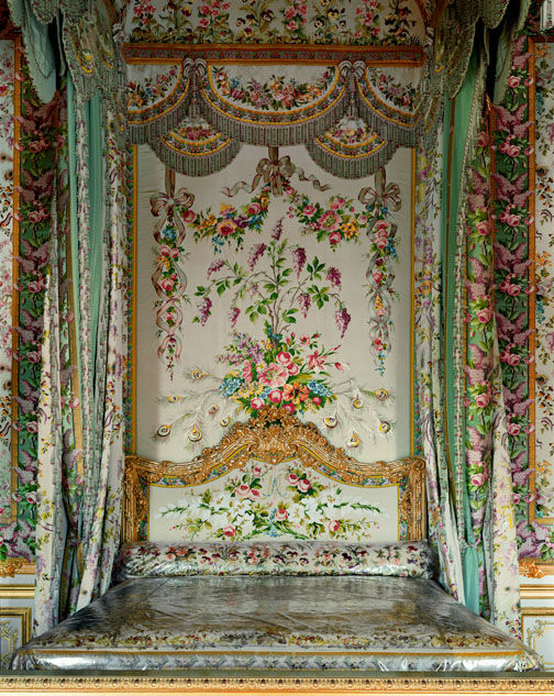 Robert polidori the powerful beauty of the palace of for Chambre de la reine versailles