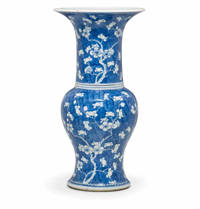 A blue and white baluster vase, Kangxi period (1662-1722)