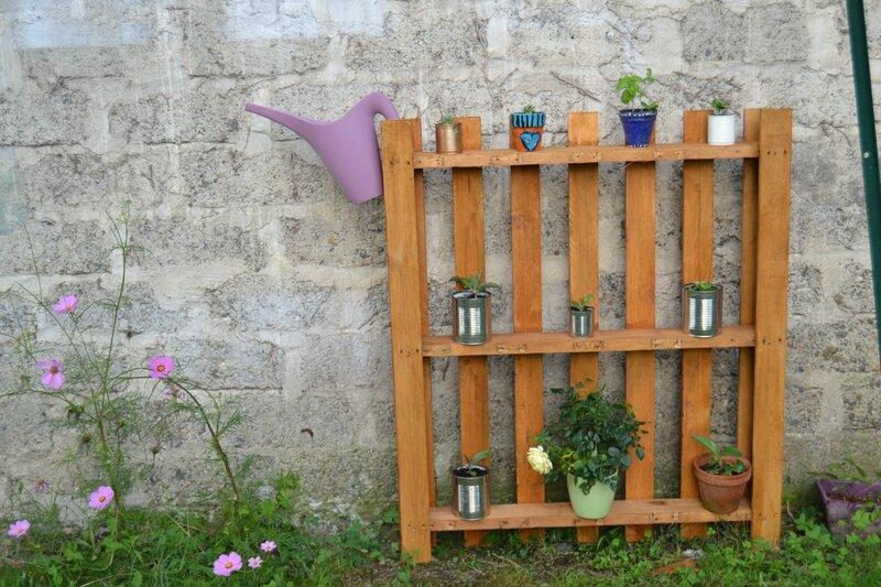 Tag re avec miroir les loisirs d 39 angegaby for Etageres plantes exterieur