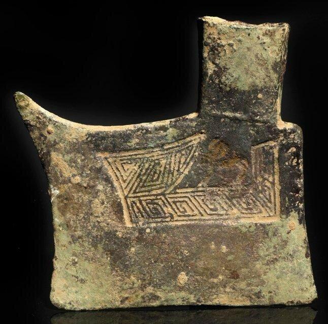 Hache pédiforme, Đông Sơn, 3°-1° siècle BCE