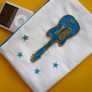 Beaded_guitar_zip_pouch_1