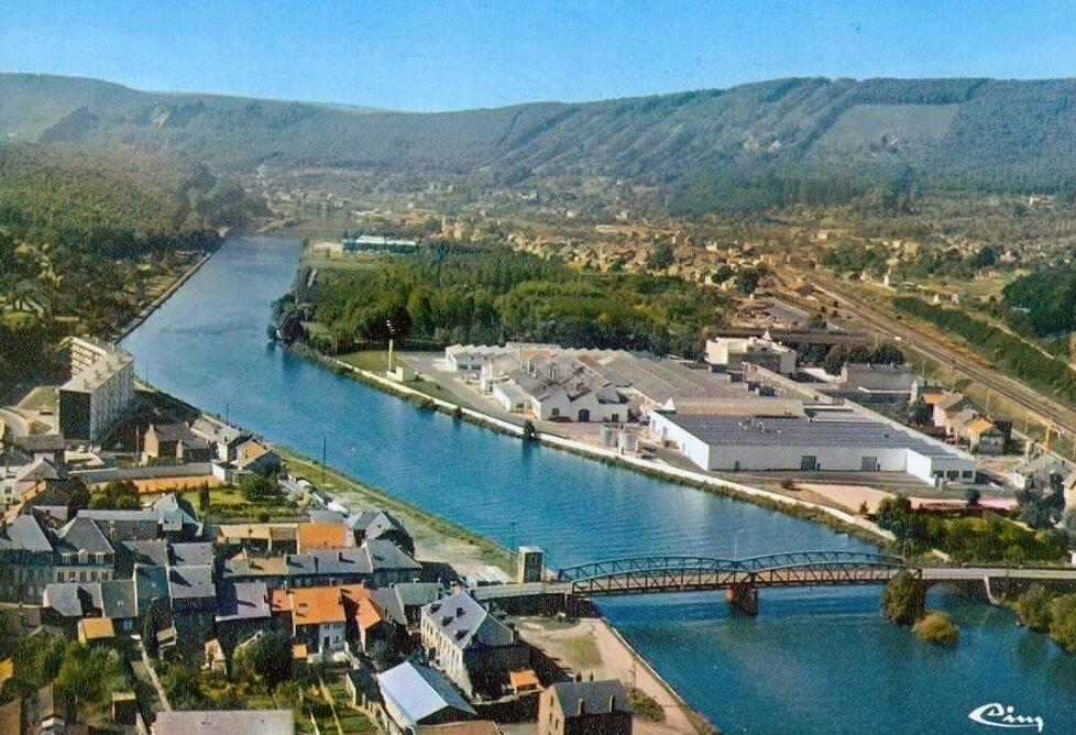 Bogny-sur-Meuse, vue sur l'usine Cigcem