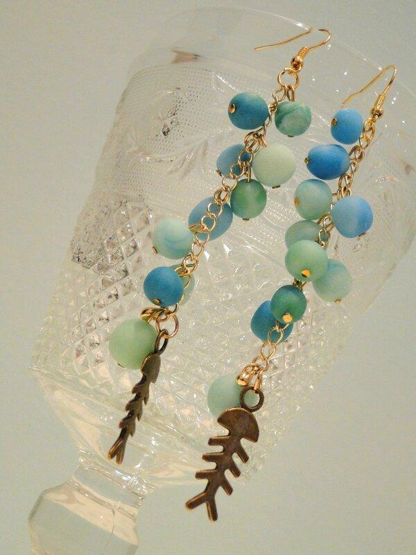 Boucles d'oreilles pendantes grappe bleu vert d'eau truquoise poissons Valérie Albertosi