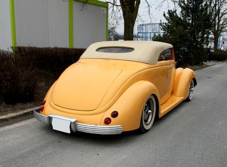Ford_type_rod_convertible_de_1937__23_me_Salon_Champenois_du_v_hicule_de_collection__02