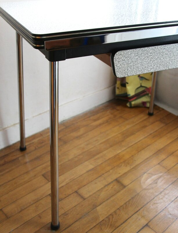table-formica-atomic