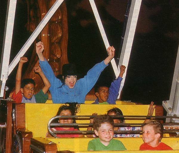 Neverland-shoot-michael-jackson-13778624-600-511