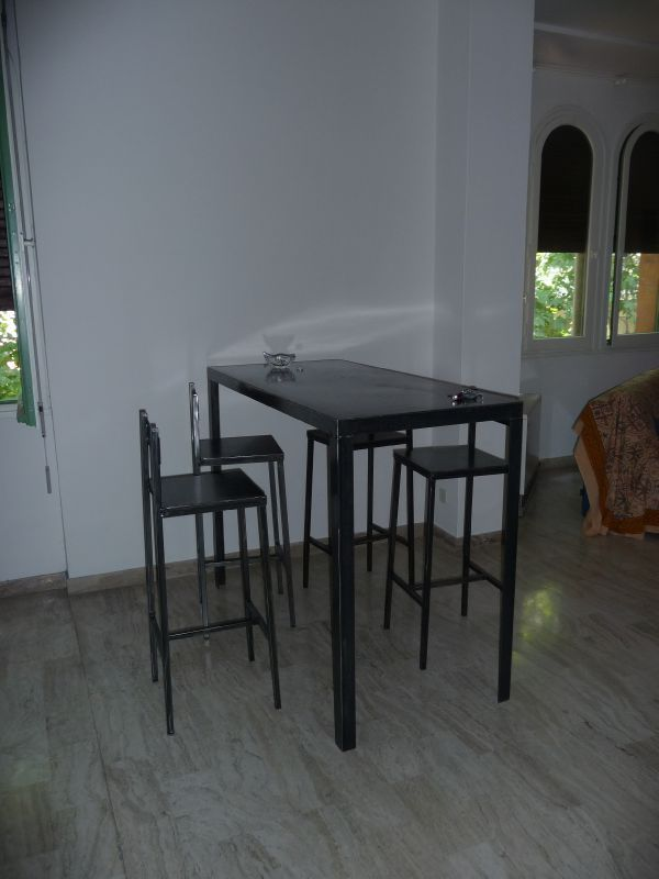 Table bar avec tabourets le dire c 39 est bien le fer c for Table bar avec tabouret