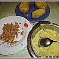Pommes de terre farcies aux harengs fumes a l'huile et aux aromates