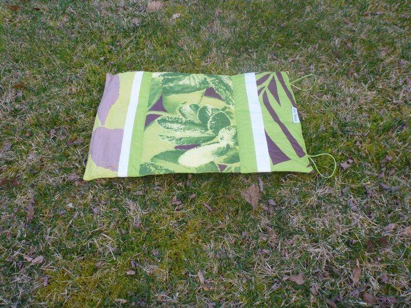 Coussin rando motifs feuilles vertes (1)
