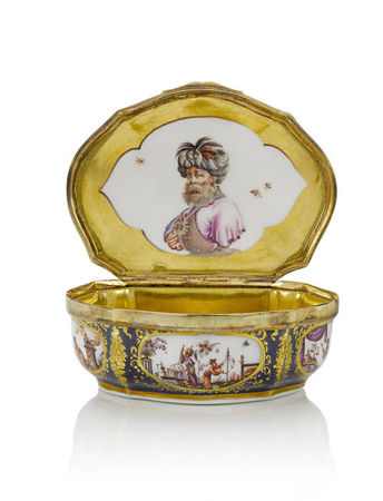 A_Meissen_silver_gilt_mounted_underglaze_blue_ground_snuff_box__circa_17401