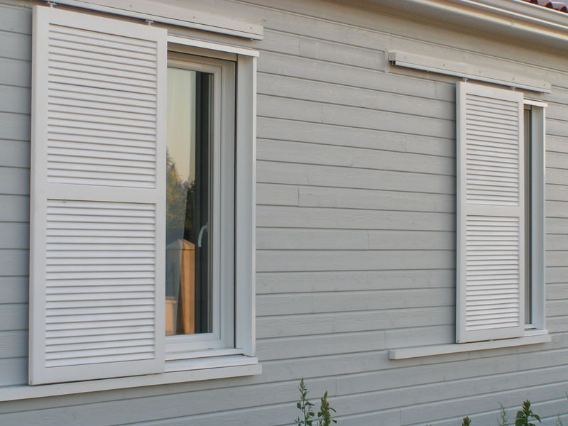 volets coulissants pos s ma maison en bois de a z. Black Bedroom Furniture Sets. Home Design Ideas