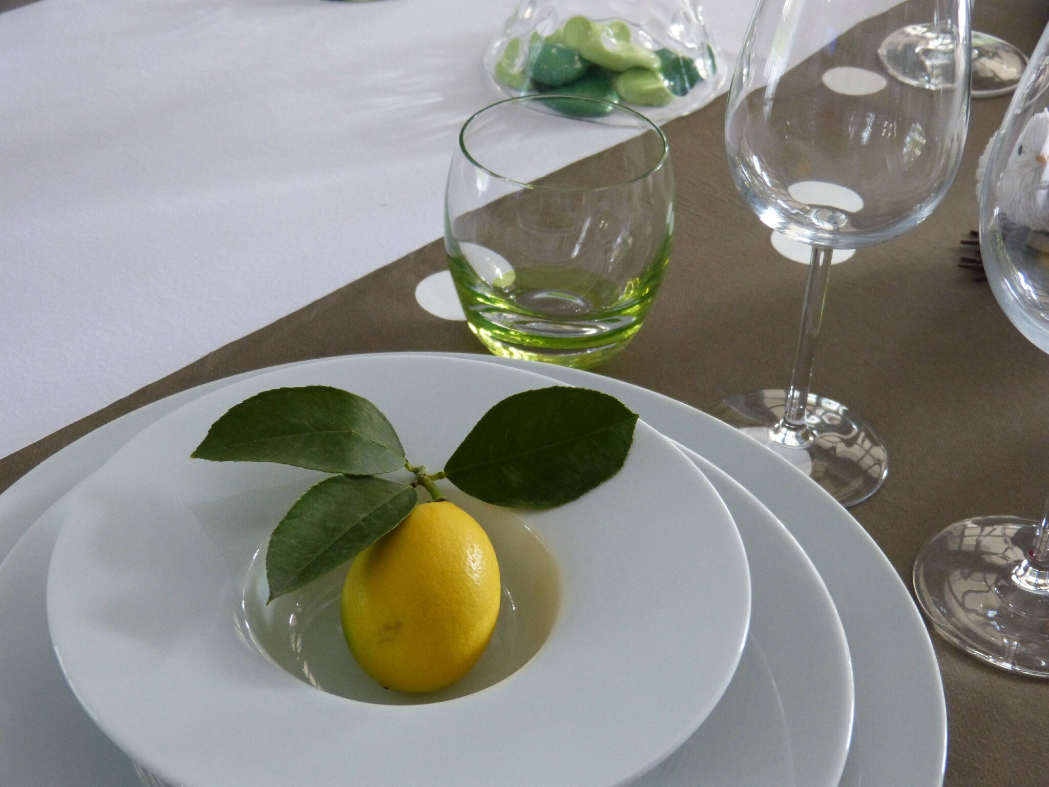 Table un zeste de citron les d lices de th r se for Decoration zeste de citron