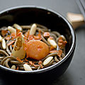 Nouilles soba, bouillon de poulet et petits lgumes