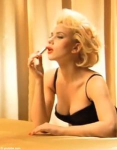Video_Scarlett_Johansson_se_transforme_en_Marilyn_Monroe_mode_une