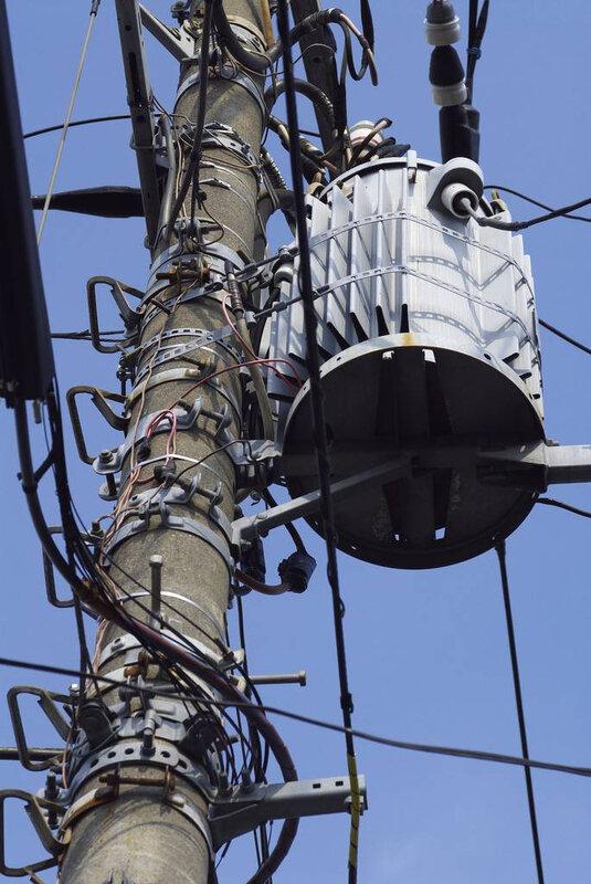 Canalblog Poteaux Electriques01