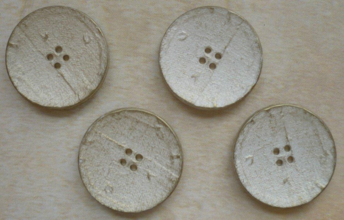 4 boutons bois blancs 3,5cm 2€ le sachet