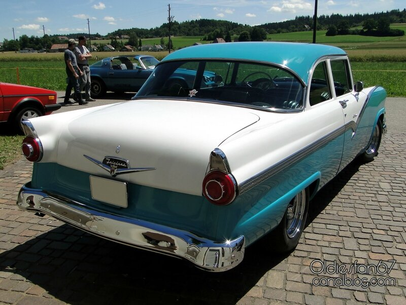 ford-fairlane-club-sedan-1956-02