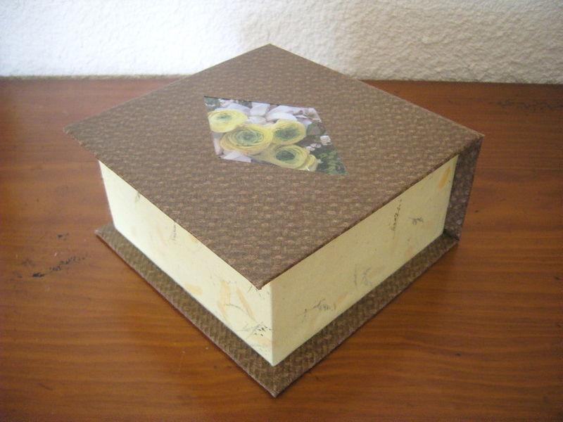cartonnage boite jaune et marron chiffon de papier
