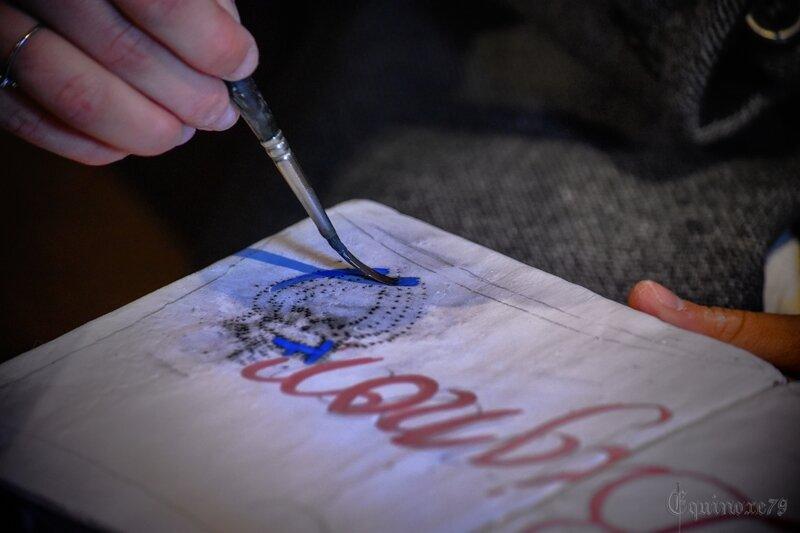 Scribe ou enluminure Il s'agit de mettre en couleur un dessin avec des pigments que l'on aura préparé auparavant