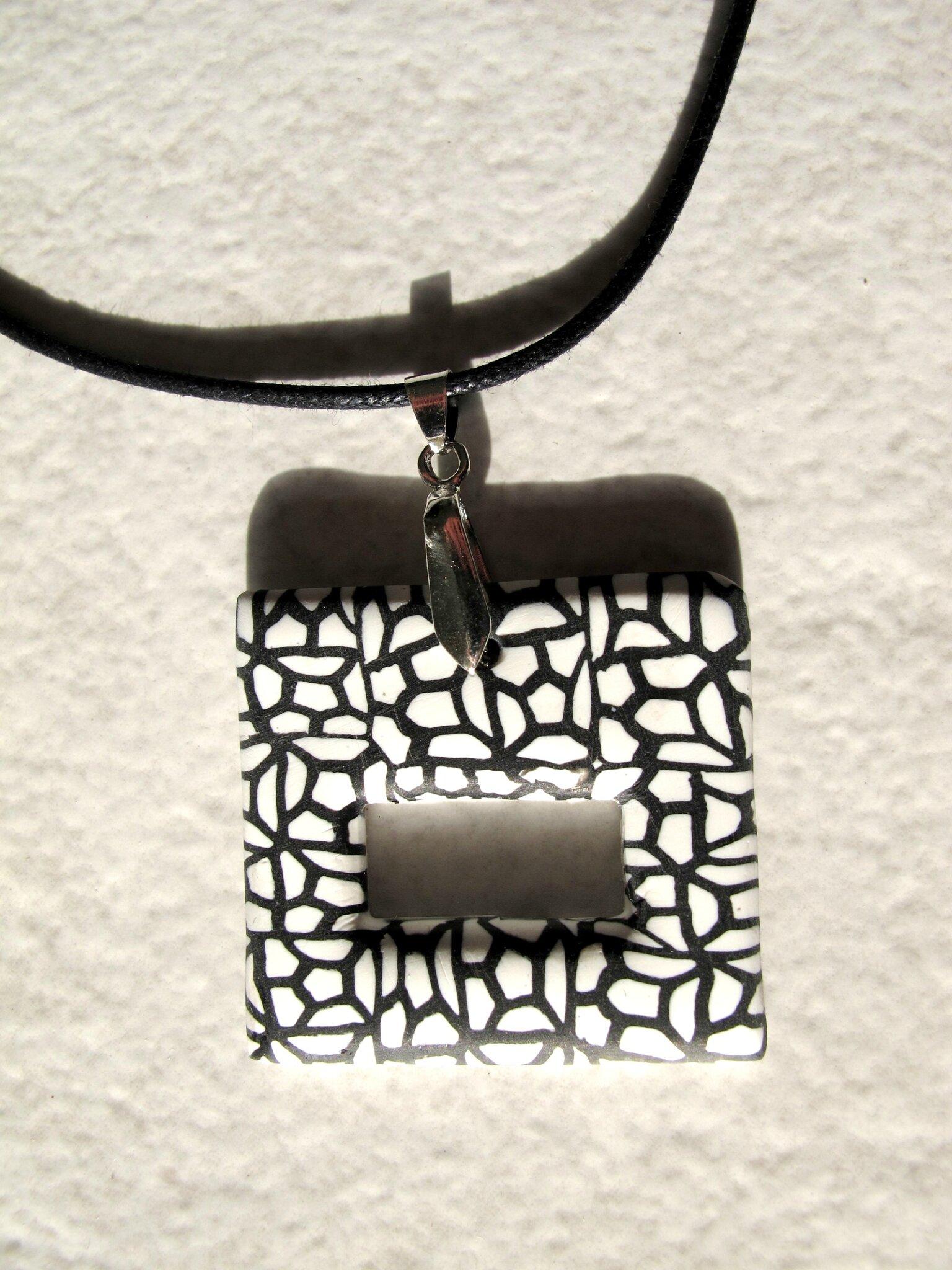 Pendentif porte lunette carré alvéoles noir et blanc