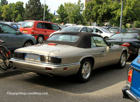 Jaguar_XJS_cabriolet_version_US__Retrorencard_juin_2010__02