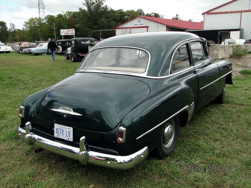 chevrolet-styleline-deluxe-2door-sedan-1952-d