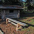 Banc en bois dans l'Arboretum des Barres (Loiret)