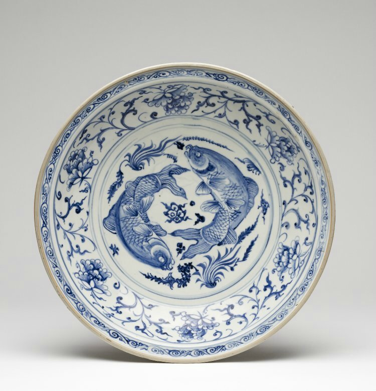 Large blue and white dish. Probably Chu Dau kilns, Red River Delta, northern Vietnam, 1440-1460. British Museum © The Trustees of the British Museum.