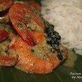 Curry vert de crevettes en feuilles de bananiers en guise de papillotes