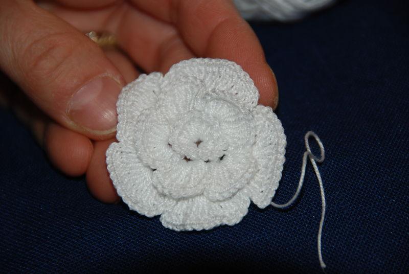 tutos fleurs au crochet le blog d 39 enza passions scrap et montagnes. Black Bedroom Furniture Sets. Home Design Ideas