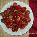 Tomates cerises avec pignons de pin au basilic