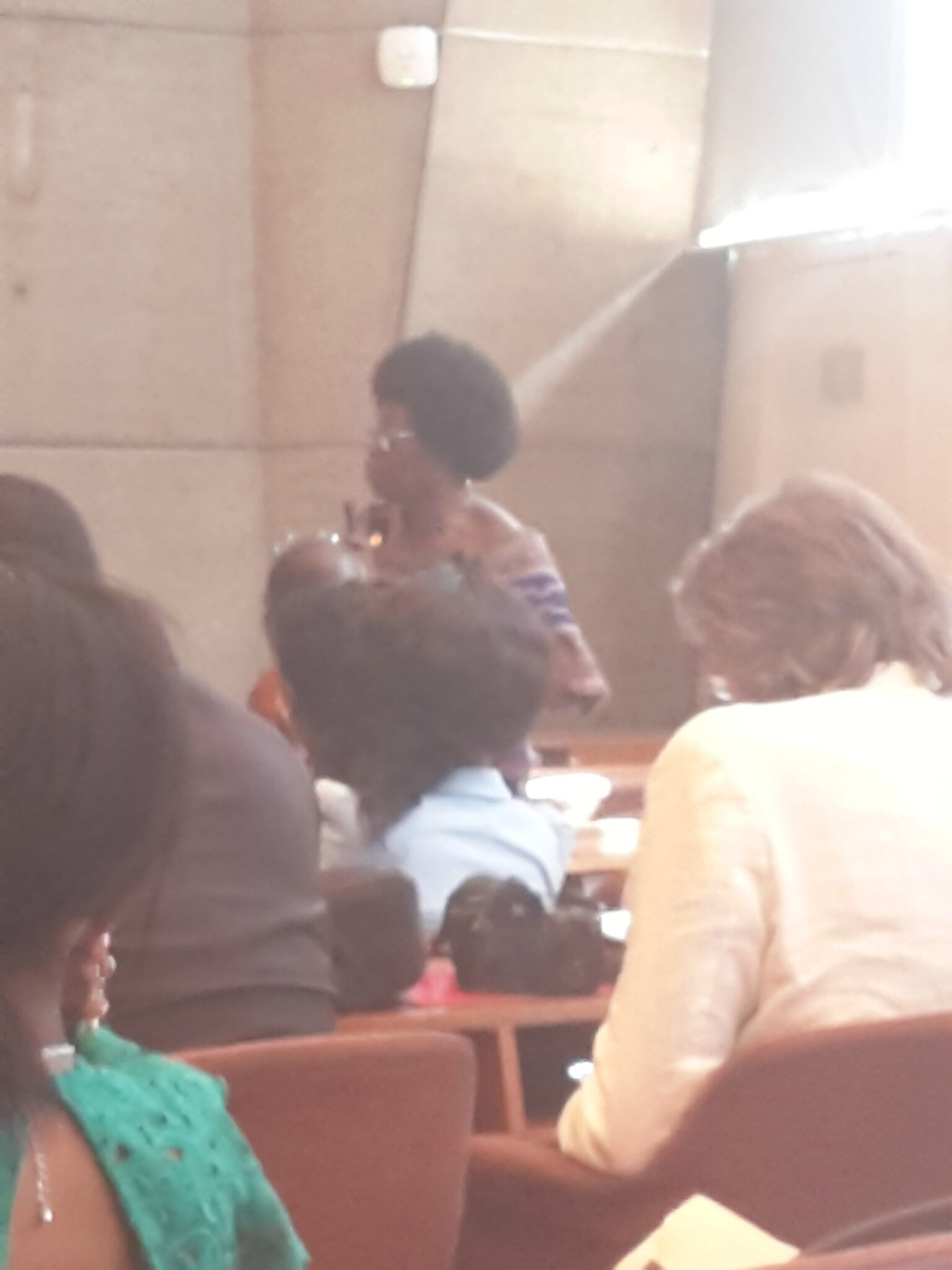 Une Opposante Gabonaise dot je ne me suviens plus le nom qui a fait une belle intervention