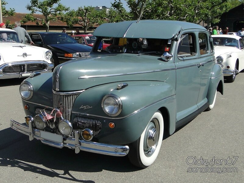 ford-super-deluxe-fordor-sedan-1941-01