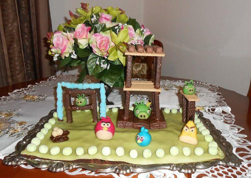 g teau d 39 anniversaire angry birds la maison f erique. Black Bedroom Furniture Sets. Home Design Ideas